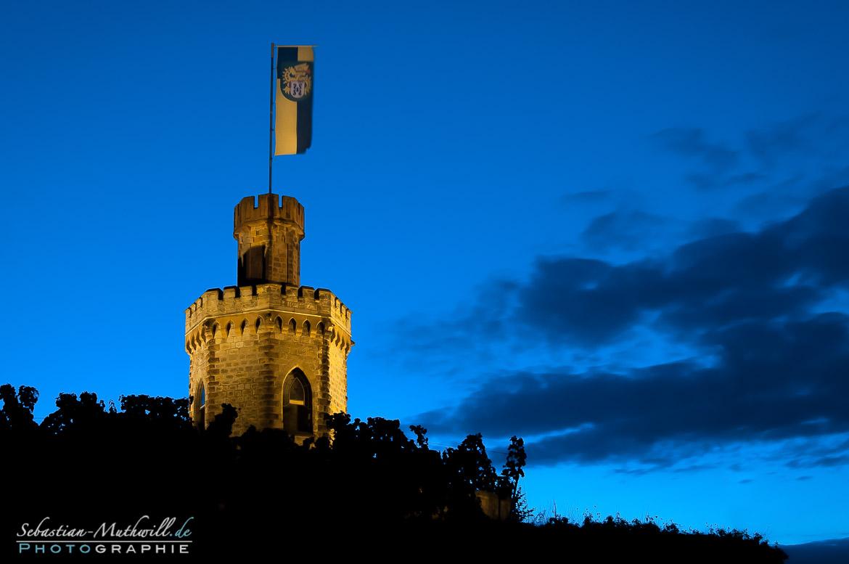 Flaggenturm - blaue Stunde